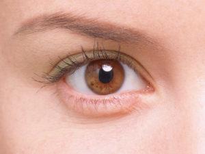 美しい二重瞼の画像