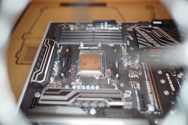 CPUを自作PCに設置組み立て