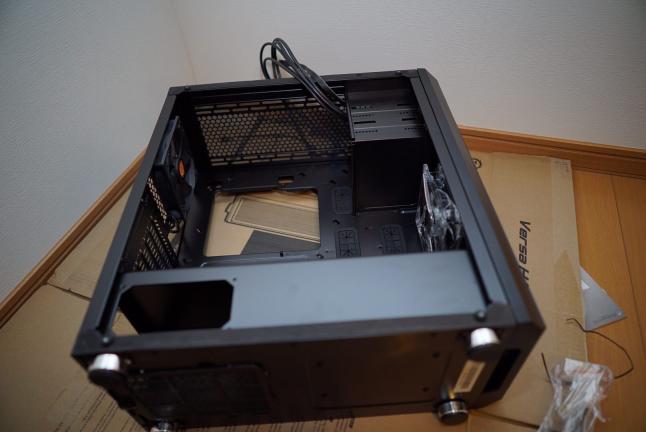 自作PCのケースを開いて横に倒す
